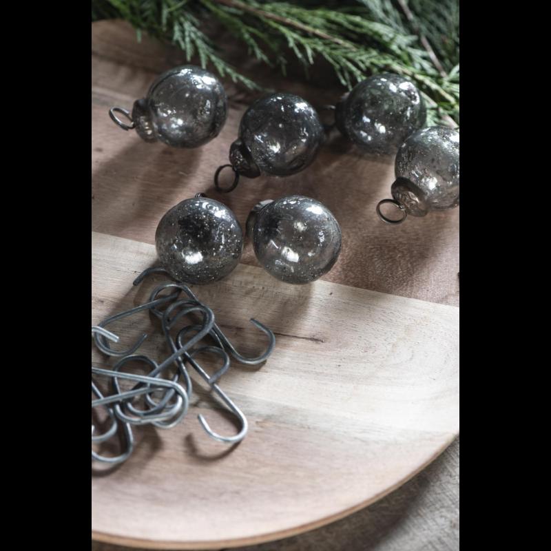 Pose med 8 stk mini julekugler i grå glas