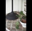 Bordlampe med justerbar arm i mørkt metal