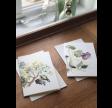 Hvide kort med lilla blomster